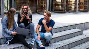 Udvalgt billede Uddan dig hjemme De 3 bedste online universiteter 300x166 - Udvalgt-billede-Uddan-dig-hjemme---De-3-bedste-online-universiteter