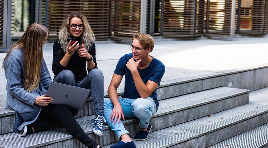 Udvalgt billede Uddan dig hjemme De 3 bedste online universiteter - Uddan dig hjemme - De 3 bedste online-universiteter
