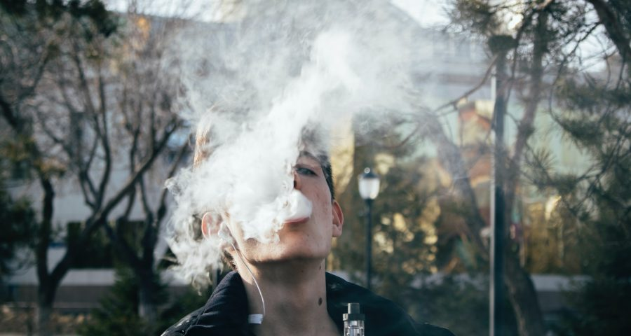 pexels ruslan alekso 1005486 900x480 - Er du blevet træt af at ryge?