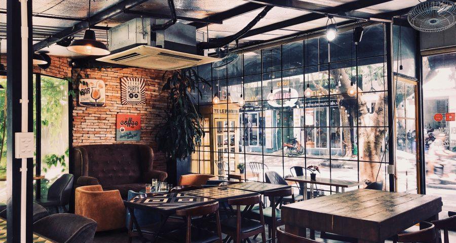van thanh ZySumdV9rpw unsplash 900x480 - Cafémøbler, dine gæster kommer til at elske