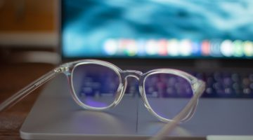 k8 r87zX1RWECQ unsplash 360x200 - Pas på dine øjne med skærmbriller